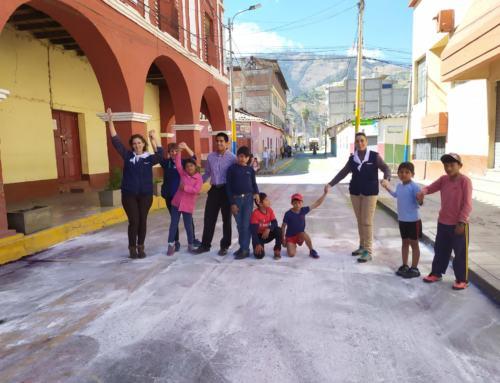 """La Escuela de Pintura """"El Gurugú"""" de Constantina regresa de su viaje a Perú """"Pintando Sonrisas por el Mundo"""""""