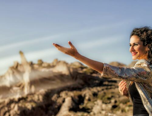 La cantante extremeña ISABEL BURGUILLOS nos presenta su primer disco AVE FÉNIX